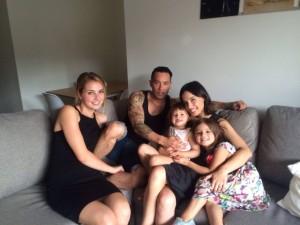 Happy Family Matt und Cat (seine Schwester) mit ihren beiden Kindern Lulu und Charlie